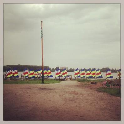 kleurrijk bezoek vandaag bij #klimpark het #klimeiland. Je kunt gewoon je bootje bij ons aanleggen.